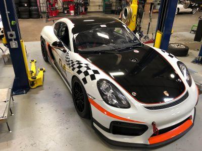 2016 Porsche Clubsport GT4 with 100 liter fuel tank!