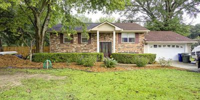 Four Bedroom Home with In-Ground Pool in Whispering Pines, Daphne!