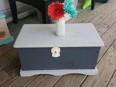 2 tone grey wooden chest. GUC. Great size, sat at foot of bed, just changing room colors. Adjustable hinge!