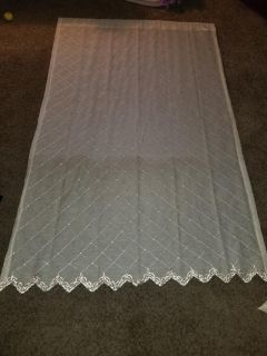 Like New! 2 curtain panels..goldish color..very pretty!