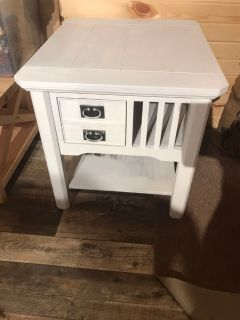 Beautiful accent table!!