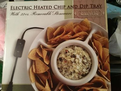 Electric heated chip and dip tray