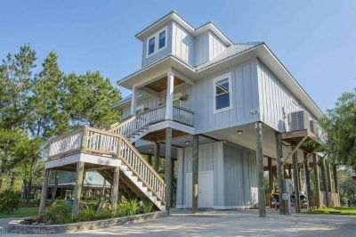 Gorgeous River Front Home in Fairhope!