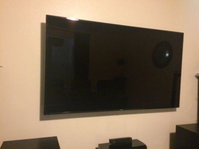 Like new 75 inch Samsung LED TV with Box