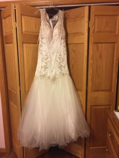 Gorgeous wedding dress or quinceanera! Size 12