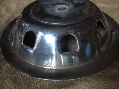Vintage hubcap for projects/decor