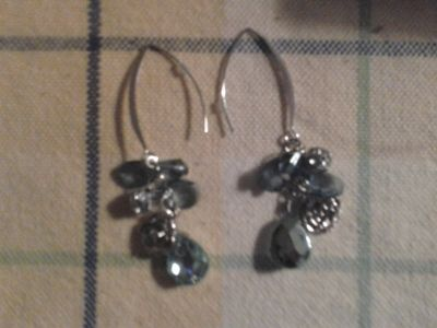 DANGLE's Faceted and for pierced ears