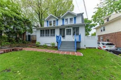 8 Cottage Place LEONIA, Welcome to this lovely Three BR Two BA