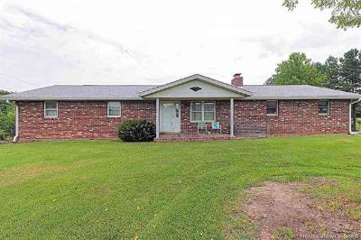 2732 Pcr 501 Perryville, Built in 1976, this all brick ranch