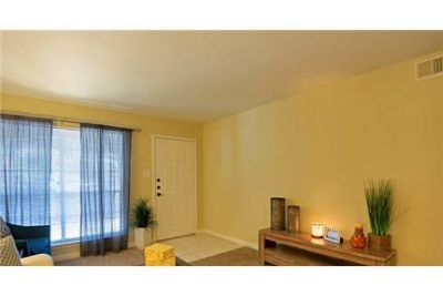 2 bedrooms Apartment in Deer Park. Washer/Dryer Hookups!