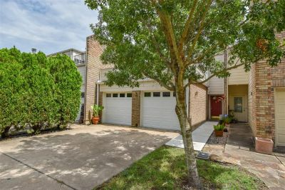 13 Townhouse Court Bellaire Texas 77401