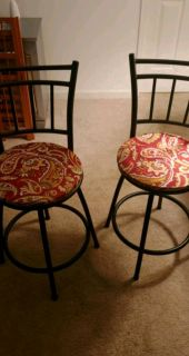 2 Swivel barstools
