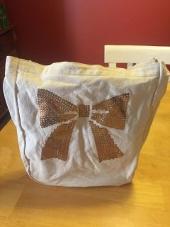 Bath and body bow tote