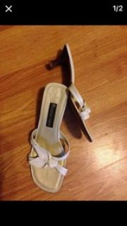 size 9 ladies white leather Kitten heels