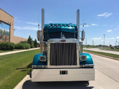 2002 PETERBILT 379EXHD Sleeper Trucks