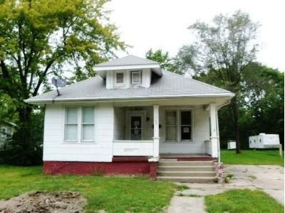 3 Bed 1 Bath Foreclosure Property in Macomb, IL 61455 - W Wheeler St