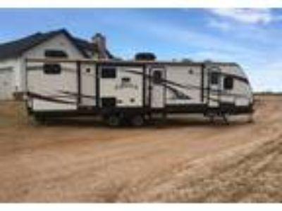 2014 CrossRoads RV Hill-Country 5th Wheel in Lamesa, TX