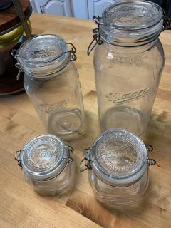 4 Piece Mason Jar Set with Clamp-On Lids