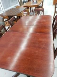 ANTIQUE DUNCAN PHYFE TABLE AND 6 CHAIRS
