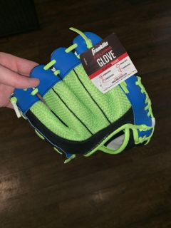 T-Ball Glove for RIGHT HAND. Size 9 BRAND NEW