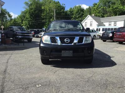 2005 Nissan Pathfinder XE (Super Black)