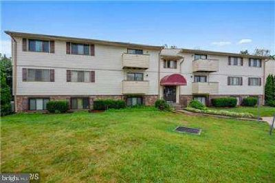 Beautiful Two BR/Two BA Condo, remodeled kitchen w/updat