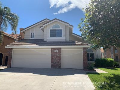 Beautiful 4 Bedroom, 3 Bath, 3 Garage Single Family Home for Lease in Heritage Park Community of Fontana