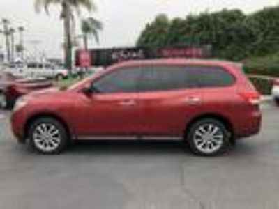 Used 2014 Nissan Pathfinder Cayenne Red, 62.2K miles