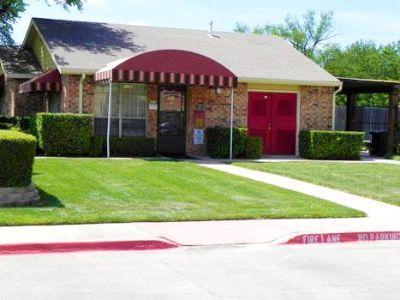 Grand Prairie 2/2 $999 Pool, Perimeter fence, Picnic area, E Warrior Tr