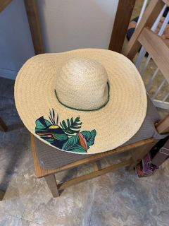 NEW WITH TAGS SUMMER SUN HAT