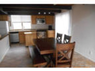 Stateline - superb House nearby fine dining. Washer/Dryer Hookups!