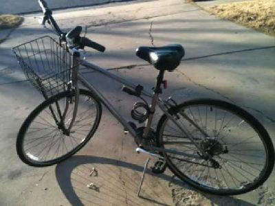 $300 Giant Brand Mens Bicycle (41 & Memorial)