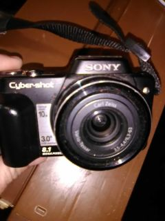 Sony Cybershot 8.1 mega pixel with rechargeable battery and charger