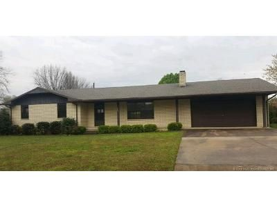 3 Bed 2 Bath Foreclosure Property in Stilwell, OK 74960 - W Elm St