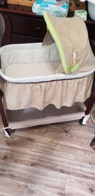 Bassinet and sheet