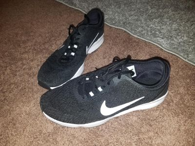 Womens nike shoes size 8.5 good condition.