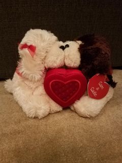 13 INCH, MAGNETIC KISSING BEARS, BRAND NEW, EXCELLENT CONDITION, SMOKE FREE HOUSE