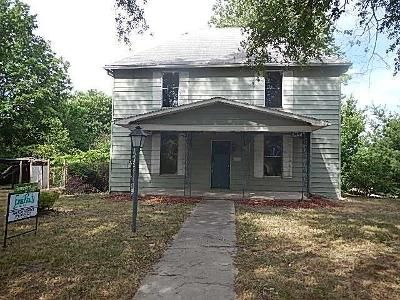 5 Bed 2 Bath Foreclosure Property in Higginsville, MO 64037 - Main St