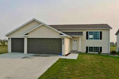 619 WESTVIEW Lane E West Fargo Four BR, ''holiday $10,500 year