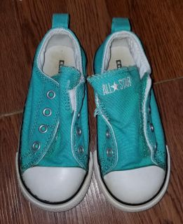 Converse toddler shoes size 8