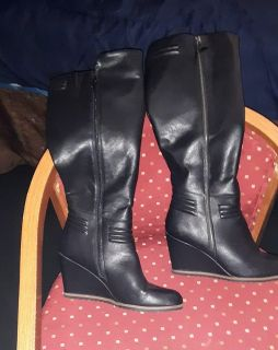 SIZE 10/WEDGE BOOTS