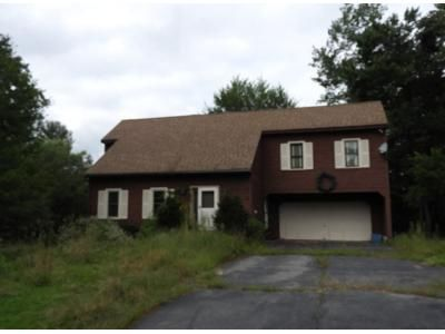 3 Bed 2.5 Bath Preforeclosure Property in Derry, NH 03038 - Meadowbrook Rd