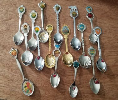 Collectible Spoon Lot (15+) Silver Gold Tone Engraved Travel Souvenir Vacation