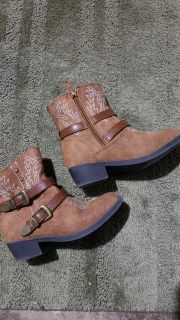 Girls boots(size 10)