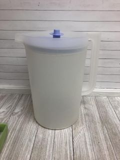 Tupperware gallon pitcher w/lid