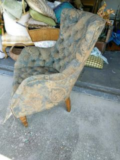 Boutique chairs must go