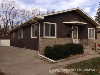 2 Bed/2.5 Bath Home For Rent with 2 Bonus Rooms!!