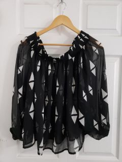 Pretty Sheer H&M Top Size Medium. Excellent Condition