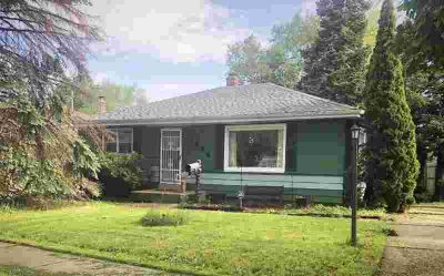 7624 W Bobolink Ave Milwaukee, Spacious Two BR with large