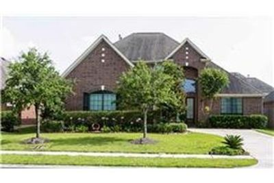 This rental is a Sugar Land apartment Constatine.